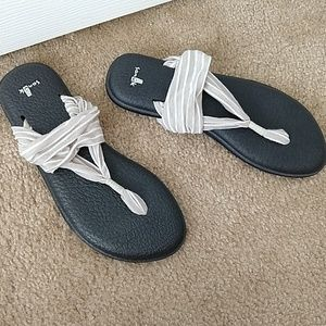 Yoga Mat Sanuk Sandals